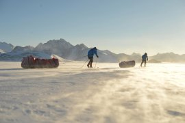 ben-saunders-and-tarka-pulling-their-sledges-on-south-pole